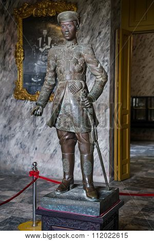 Hue, Vietnam - Circa August 2015: Statue Of Emperor In Imperial Khai Dinh Tomb In Hue, Vietnam