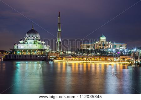 Putra Mosque And Perdana Putra In Putrajaya By  Night
