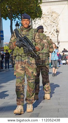 PARIS, FRANCE-SEPTEMER.20,2015: French soldier in uniform near Arc de Triomphe on September 20, 2015 in Paris, France. France is taking serious measures to combat terrorism