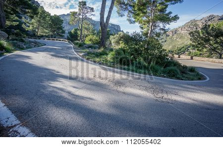 Mountain road with U-shape curve