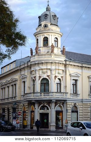 House Schiestl-Court in Baden
