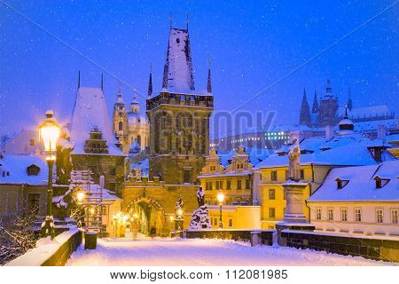Wintertime Charles Bridge, Gothic Lesser Town Bridge Tower, Lesser Town District, Prague (unesco), C