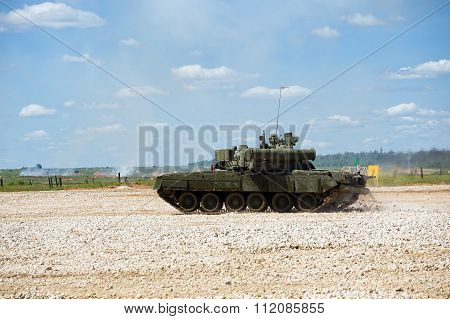 Tank T-80 at the proving ground