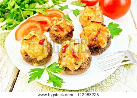 Champignons stuffed meat in white plate on green napkin