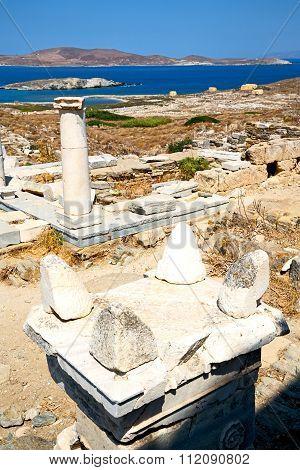 Bush   In Delos   The   And Old Ruin Site