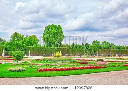 Vienna, Austria-september 10, 2015: Lower Belvedere. Main Palace Complex Belvedere, Fountain And Wal