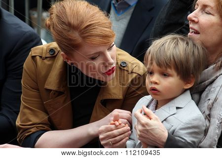 LOS ANGELES - DEC 10:  Bryce Dallas Howard, Theodore Gabel at the Ron Howard Star on the Hollywood Walk of Fame at the Hollywood Blvd on December 10, 2015 in Los Angeles, CA