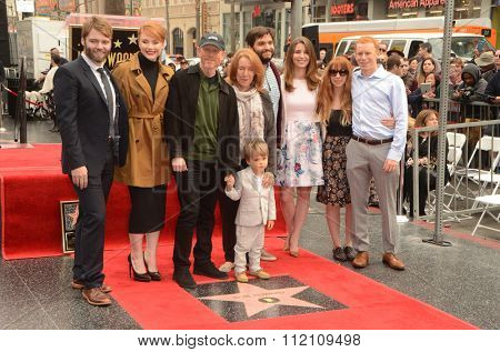 LOS ANGELES - DEC 10:  Seth Gabel, Bryce Dallas Howard, Ron Howard, Cheryl Howard, Family at the Ron Howard Star on the Hollywood WOF at the Hollywood Blvd on December 10, 2015 in Los Angeles, CA