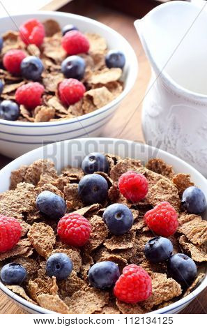Healthy breakfast of wholewheat bran flakes and berry