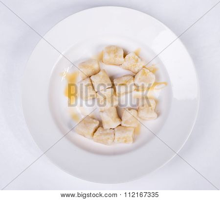 Lazy dumplings of cottage cheese with sour cream