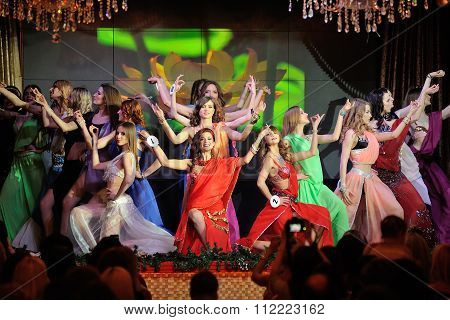 Orel, Russia - December 20, 2015: Miss Orel 2015 Beauty Contest. Girls Dancing In Indian Costumes