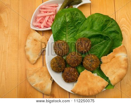 Falafel With Romano Salad And Pikle Top View