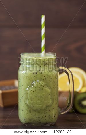 Kiwi healthy smoothie