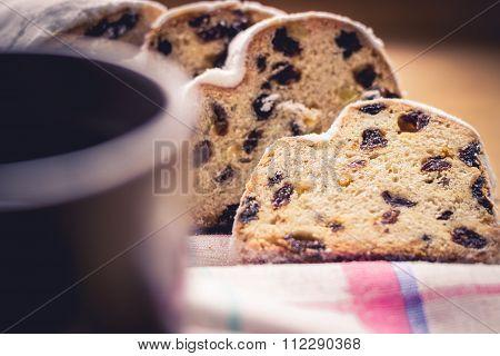 Yeast Cake With Raisins