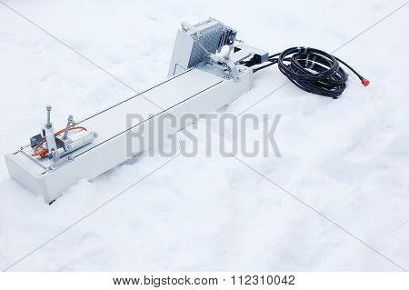 Installation of telecommunications equipment in harsh winter conditions