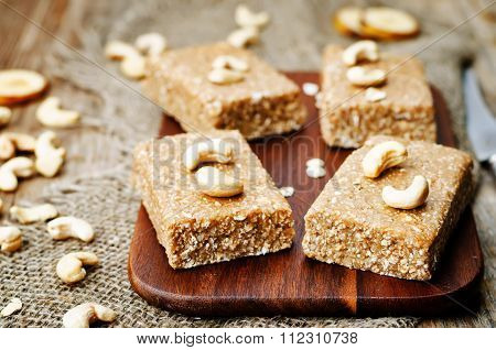 Raw Vegan Banana Cashew Oat Bars