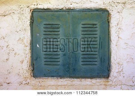 window of a traditional house in Vasiliki village