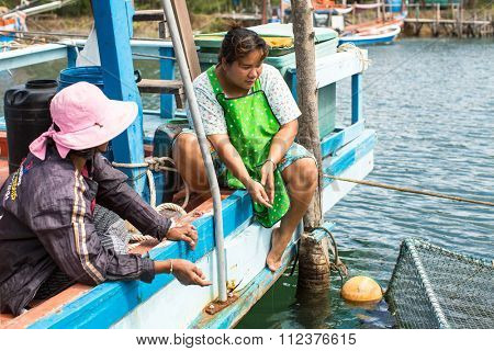 KOH CHANG - THAILAND - DEC 22, 2015: Unidentified locals in fisherman's village. Island is on Gulf of Thailand, near border with Cambodia, population of 5356 people living in 8 villages.