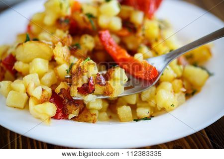 fried potato cubes with sweet pepper