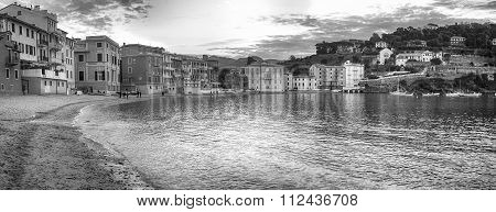 Sestri (GE), Golfo del Silenzio, panorama 180°. Black and white