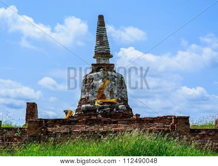 Buddha sculpture and old Pagoda