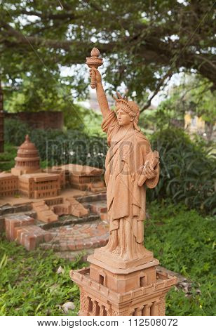 Model of Statue of Liberty made from earthenware