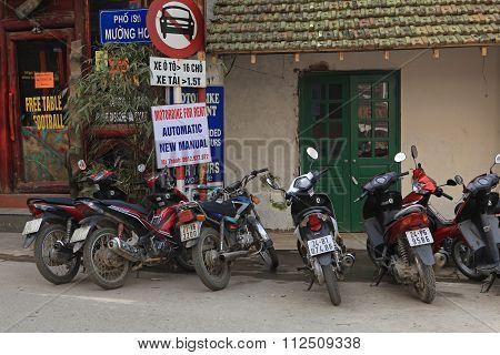 Motorbikes for rent on Sapa street