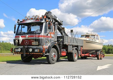 Mercedes-Benz 1622 Truck For Boat Transport