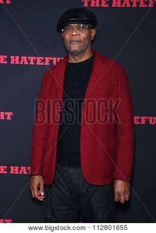 LOS ANGELES - DEC 07:  Samuel L. Jackson arrives to the