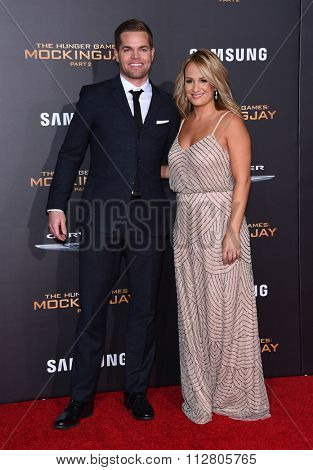 LOS ANGELES - NOV 16:  Wes Chatham & Jenn Brown arrives to the