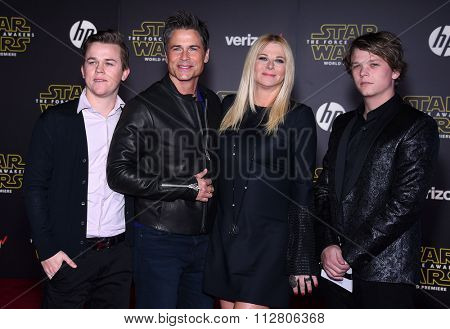 LOS ANGELES - DEC 14:  Rob Lowe, Sheryl Berkoff, John Owen Lowe & Matthew Lowe arrives to the