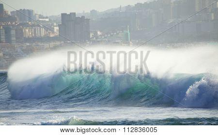 Powerful Breaking Waves