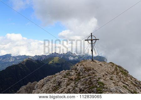 Summit cross on mountain Leilachspitze and panorama