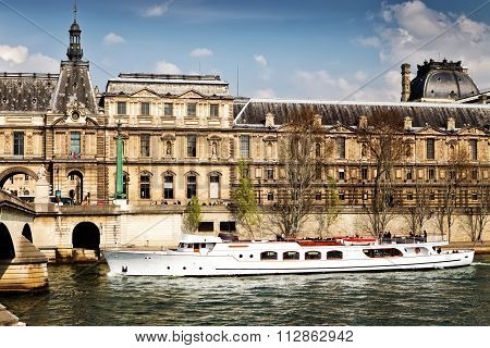 PARIS 26 MARCH 2014: Louvre Museum And River Seine In Paris