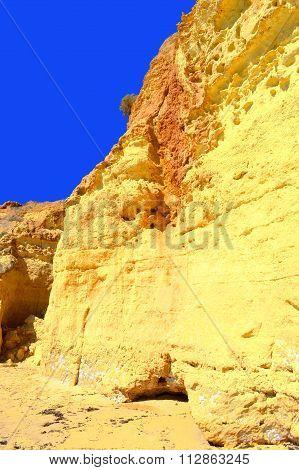 Vale Do Olival Beach spectacular cliffs