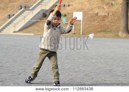 Japanese boy playing badminton (4 years old)