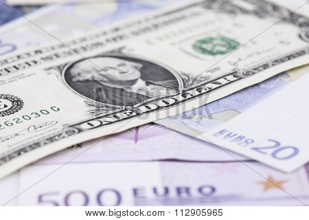bill dollar against the Euro closeup