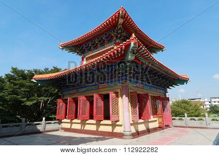 Decorated Tower of Chinese temple's curved roof in Dragon Temple Kammalawat (Wat Lengnoeiyi) in Nont