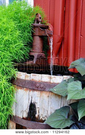 Alte Amish Wasserpumpe