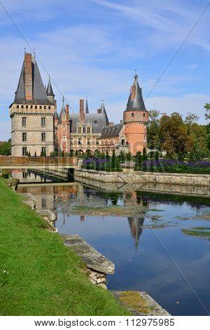 France, The Picturesque Castle Of Maintenon