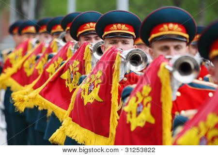 MOSCOW - MAY 8: Soldiers blew trumpets at ceremony of wreath laying at tomb of Unknown Soldier at Victory Day, on May 8, 2011, Moscow, Russia.