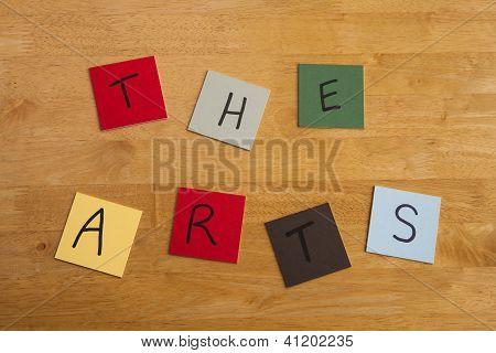 'Kunst' In Buchstaben / Wörter auf Platz Farbe Fliesen - Serie