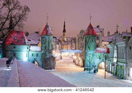 Noche vieja ciudad de Tallinn
