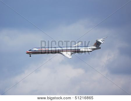 American Airlines McDonnell Douglas MD-83 in New York sky before landing in La Guardia Airport
