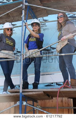 LOS ANGELES - MAR 8:  Kelly Sullivan, Lisa LoCicero, Volunteer at the 5th Annual General Hospital Habitat for Humanity Fan Build Day at Private Location on March 8, 2014 in Lynwood, CA