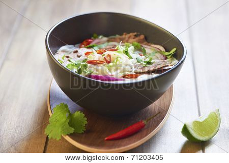 Rice noodle soup with sliced beef