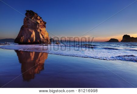 Hoho Rock at sunrise, Cathedral Cove, Coromandel Peninsula, New Zealand