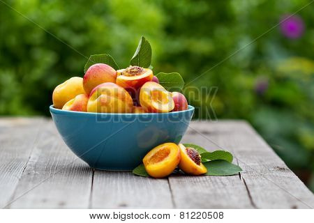 Fresh peaches in blue bowl