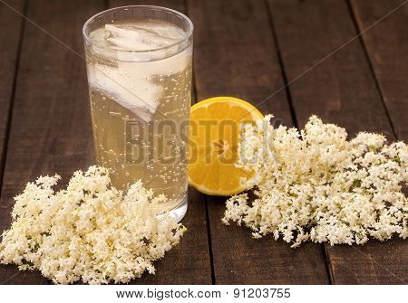 Elder flower refreshment with ice and lemon