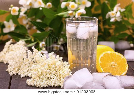 Elder flower juice with ice and lemon